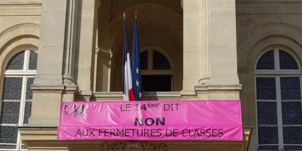 Banderolle sur la Mairie du 14e