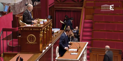 E Macron présente sa loi à l'Assemblée