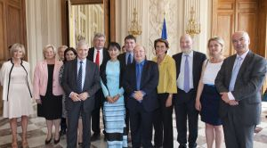Aung San Suu Kyi reçue à l'Assemblée nationale